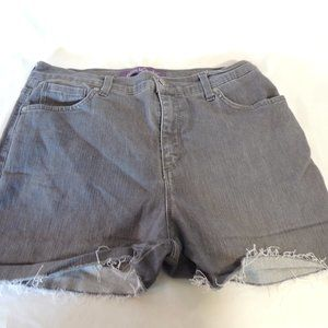 Gloria Vanderbilt high rise cut off jean size 12